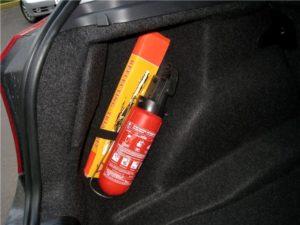 Огнетушитель в автомобиле