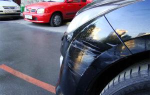 Что делать, если поцарапали машину на парковке и скрылись
