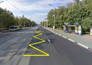 Что именно означает желтая сплошная полоса на дороге