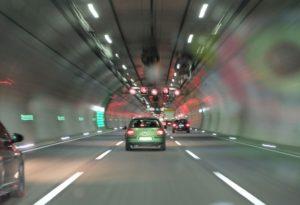 Разрешено ли выполнять обгон другого авто в тоннеле согласно ПДД