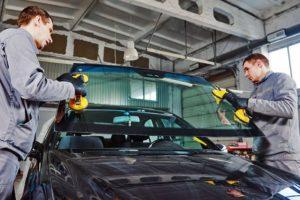 Как провести замену стекол в автомобиле правильно